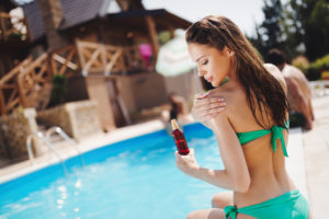 Does White Vinegar Help a Sunburn?