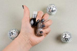 How to remove glitter nail polish